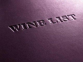 lo sfondo di pelle viola con scritto wine list