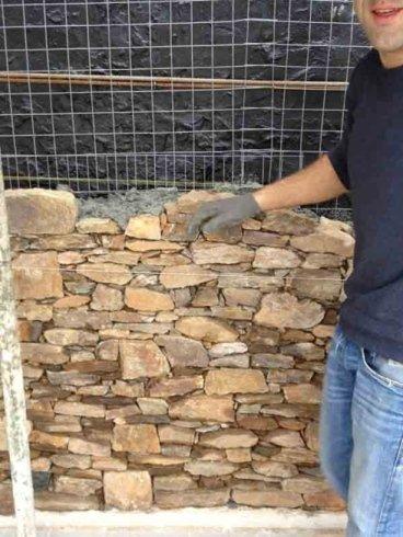 costruzione muro in pietra