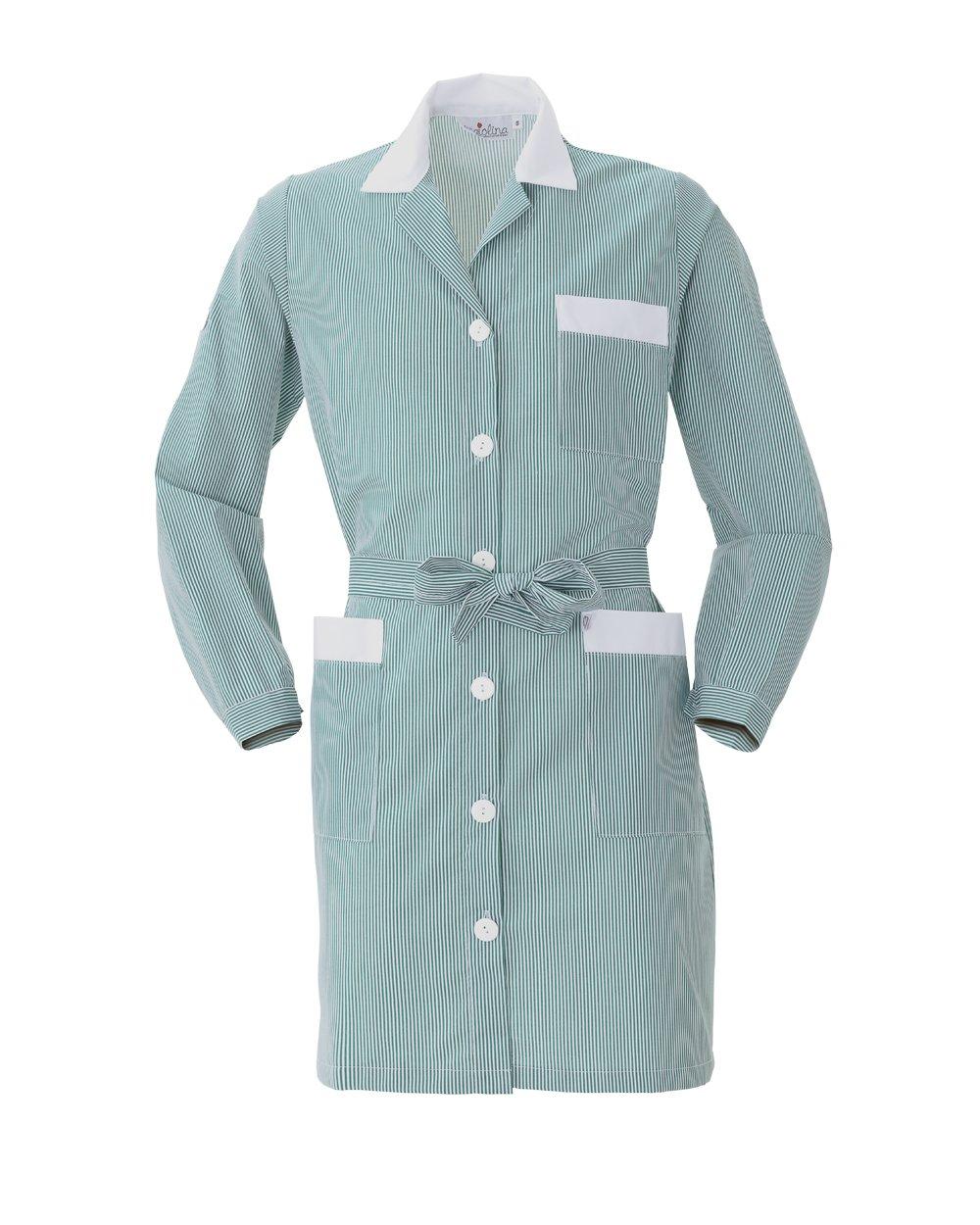 un camice lungo di color verde con dei bottoni bianchi