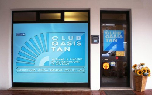 Vista frontale del centro estetico Club Oasis Tan a Porto Mantovano