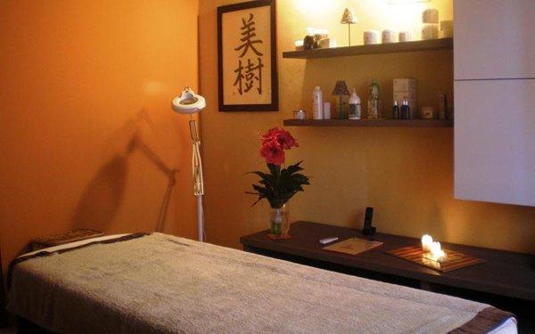 Lettino da massaggio al centro estetico Club Oasis Tan a Porto Mantovano