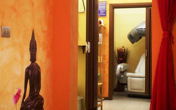 Interno del centro estetico Club Oasis Tan a Porto Mantovano