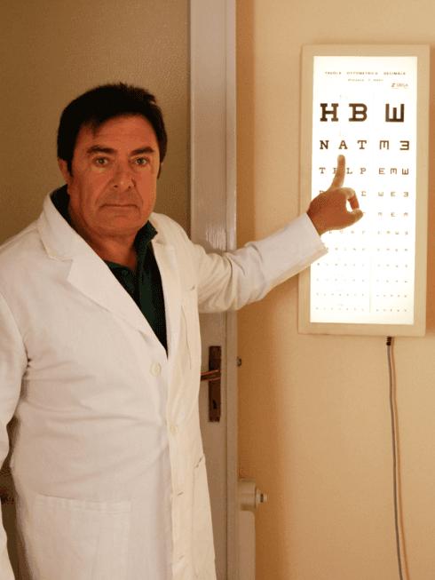 Medico specializzato in oftalmologia