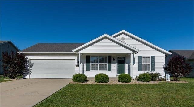 Beautifully maintained move-in ready home - front view
