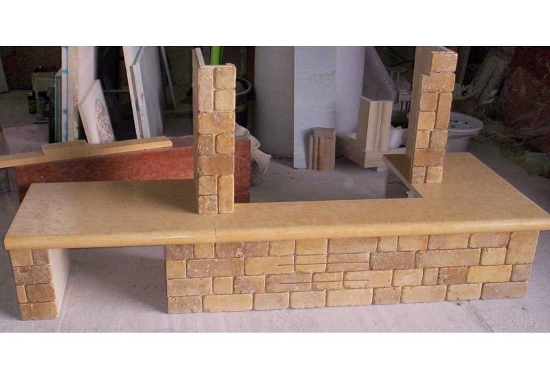 magazzino con pannelli e struttura in marmo