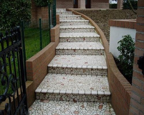 scalini in pietra