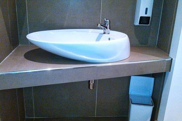 lavabo su un mobile