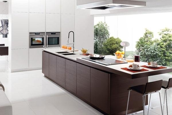 cucina di grande dimensioni con isola
