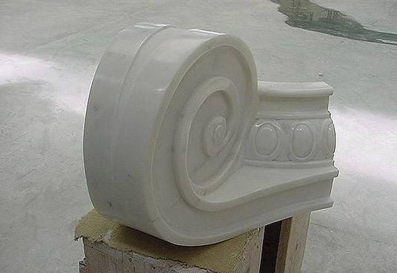 particolare decorativo di una colonna