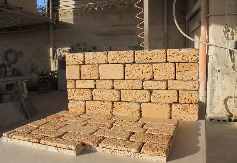 muro in pietra in un magazzino esterno