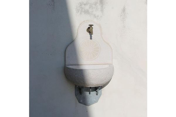 rubinetto esterno con decorazione