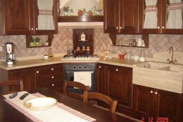 Cucina in legno scuro