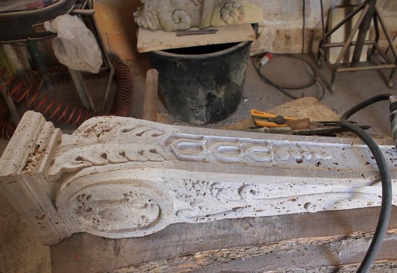 colonna in marmo lavorata