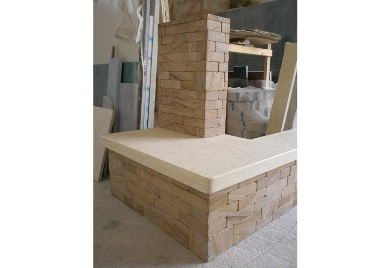struttura in magazzino per costruzione camini
