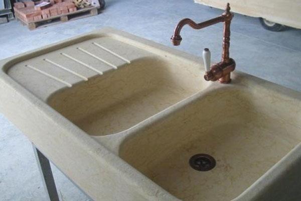 particolare di un lavello in cucina