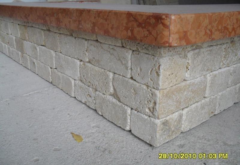 struttura in pietra e marmo