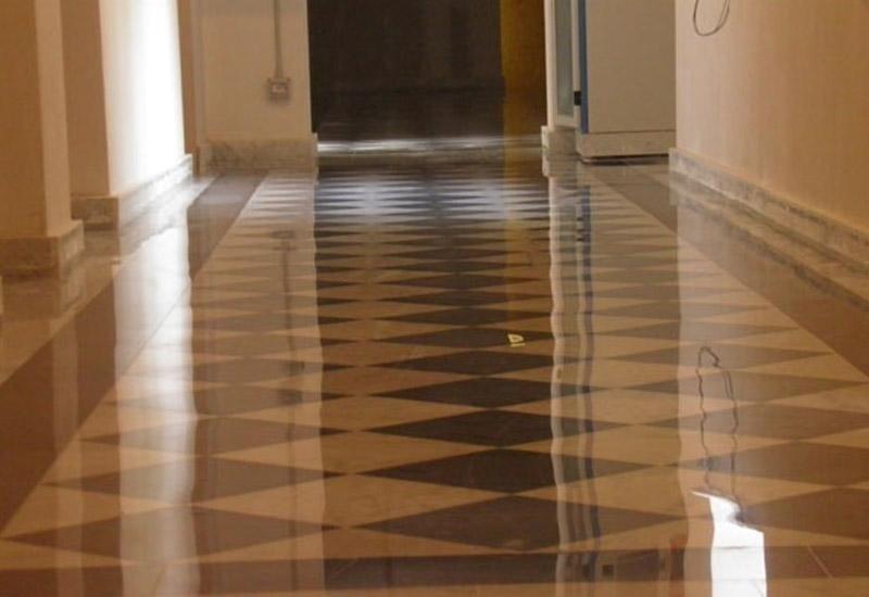 pavimento lucido con rombi