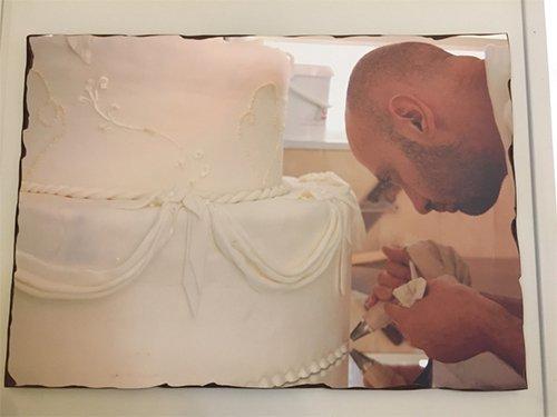 pasticcere decora torta