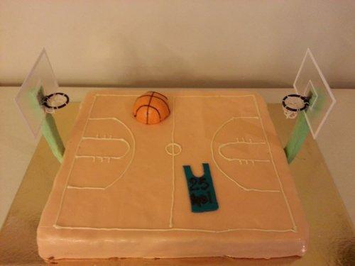 torta a forma di campo di basket
