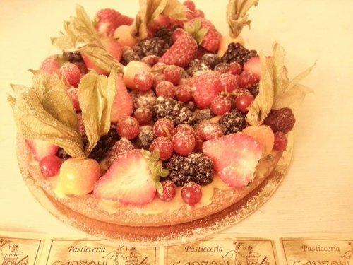 torta con frutta di bosco