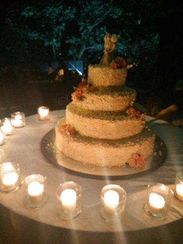 tavolo con torta e candele
