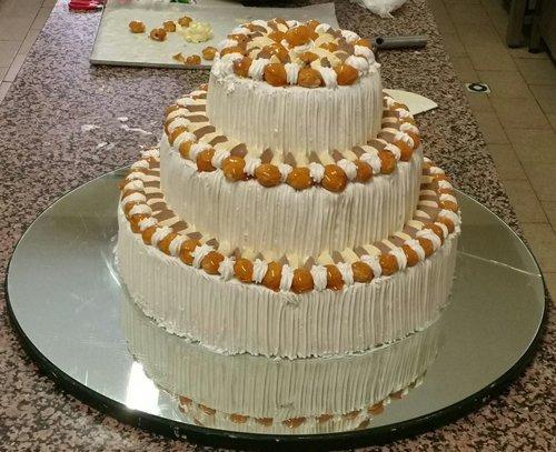 torta alla panna a più piani