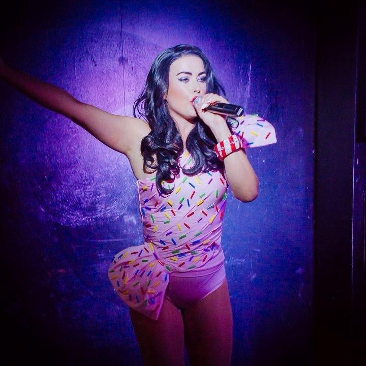 Kate Perry singing