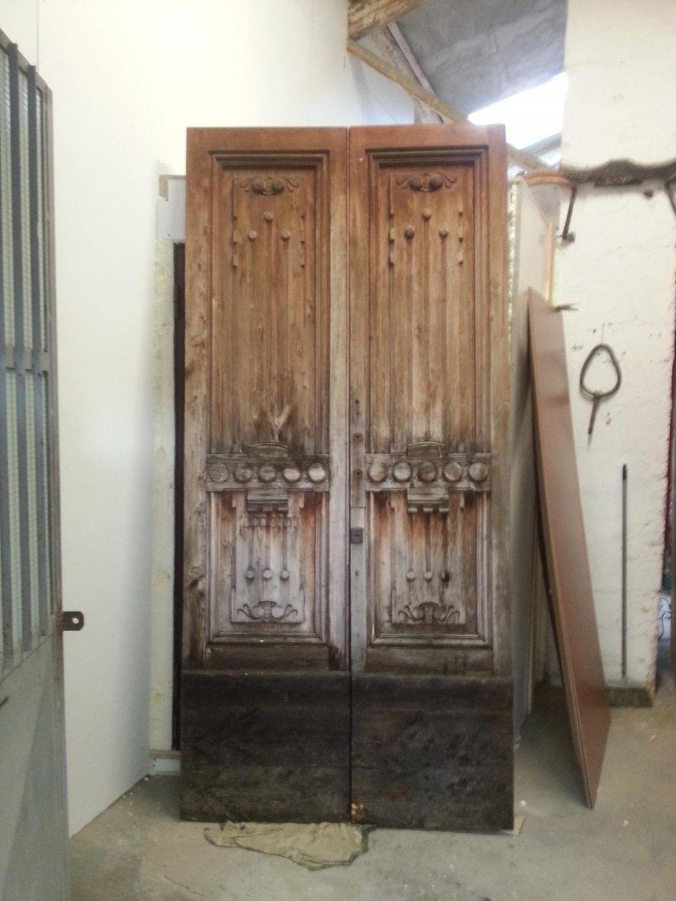 Portone in legno prima del restauro