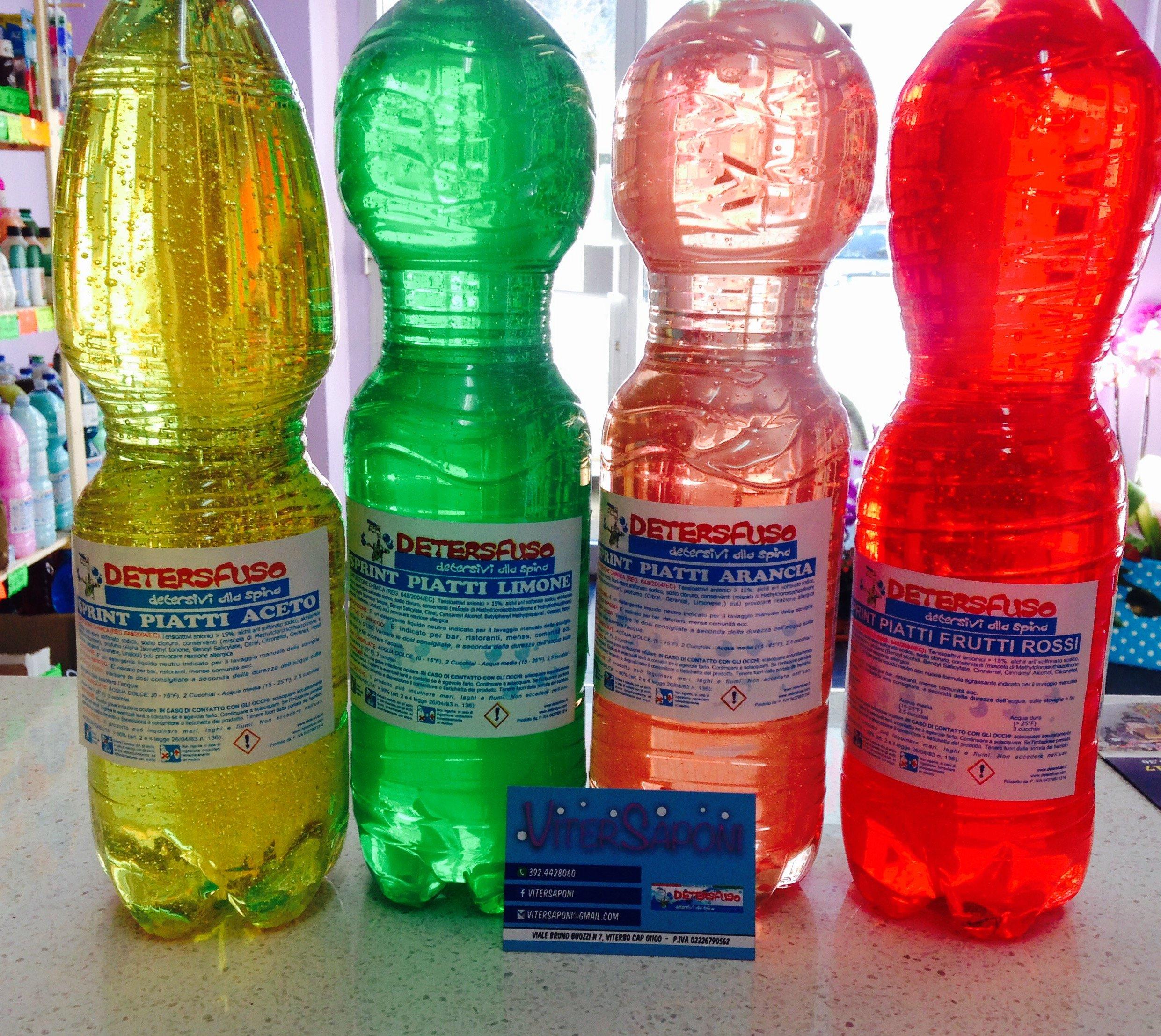 bottiglie di plastica ripiene di sapone
