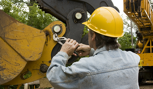 Expert offering signature heavy equipment repair service in Honolulu, HI
