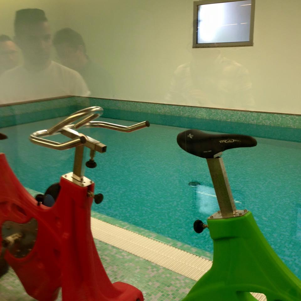 Cyclette e piscina