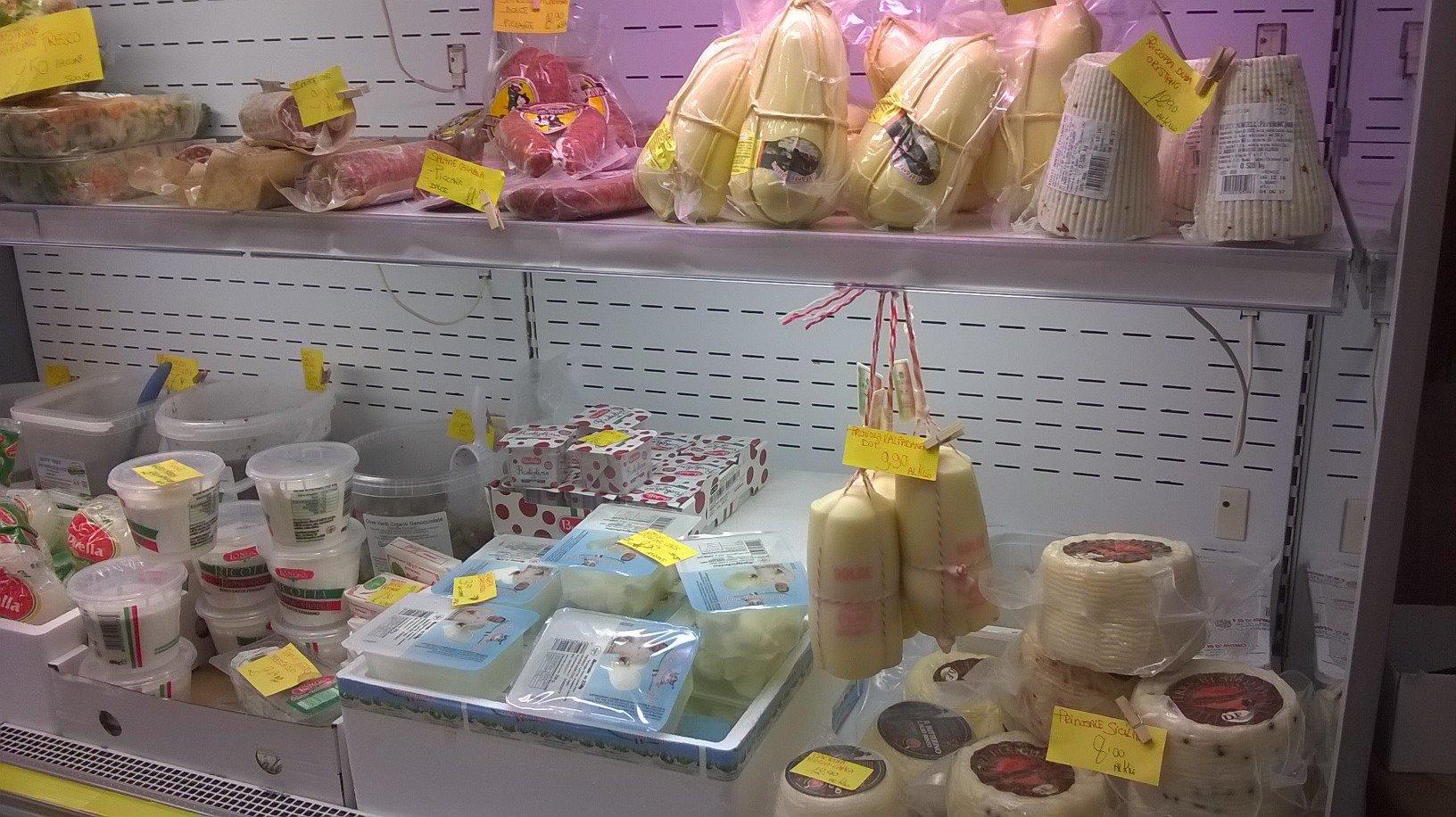 Caciotte e formaggi vari