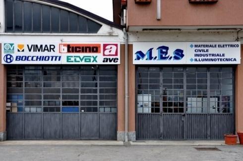 Facciata esterna del negozio di MES