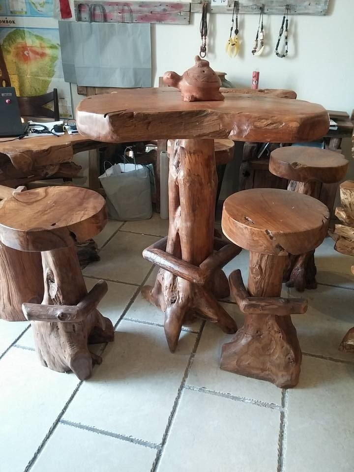 tavolo etnico con sedie rotonde