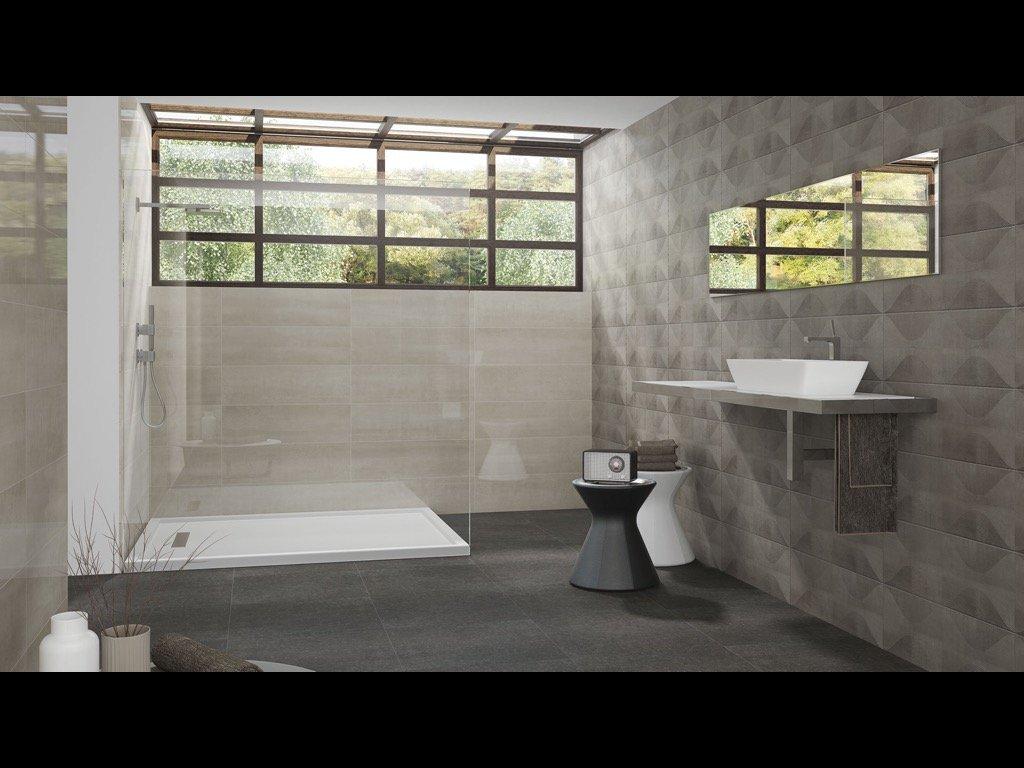 bagno con rivestimenti grigi