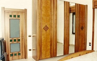 armadio con specchio
