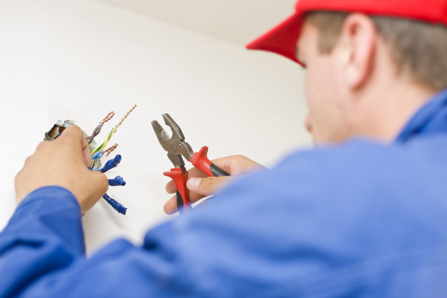 A master electrician in La Crosse, WI