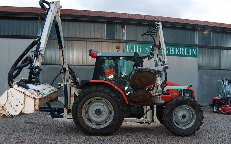 trattore per scavi