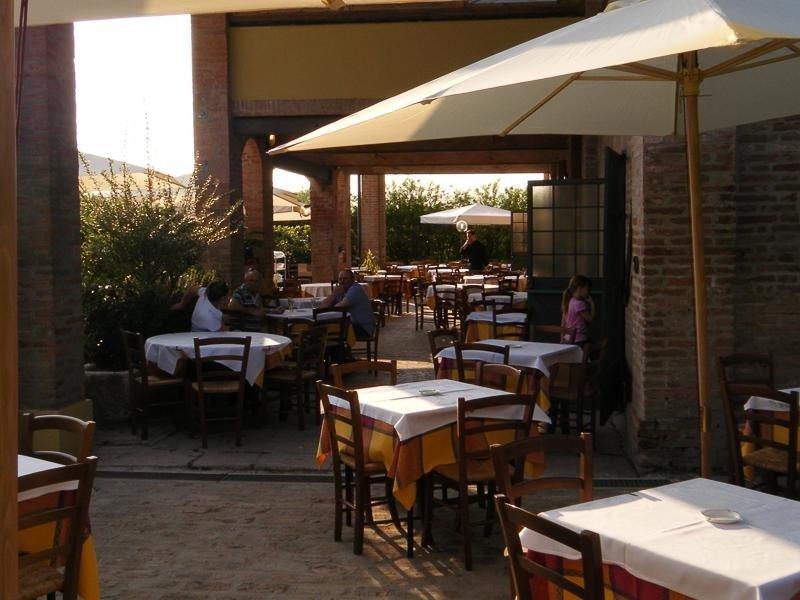 Spazio esterno  - LA STALLA Ferrara