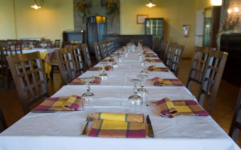 Long table - Restaurant in Porotto
