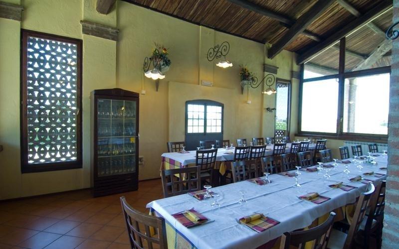 Well-lit restaurant - LA STALLA