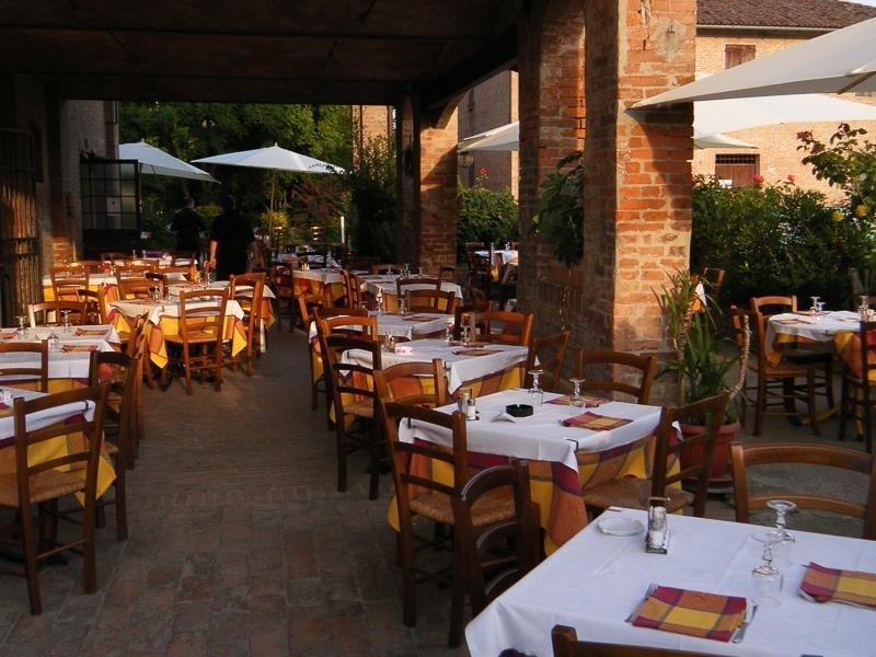 outdoor lounge - Pizzeria LA STALLA