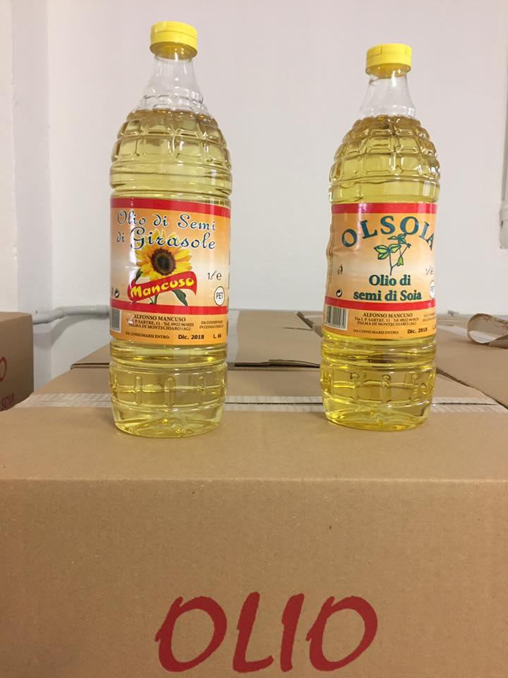 due bottiglie di olio
