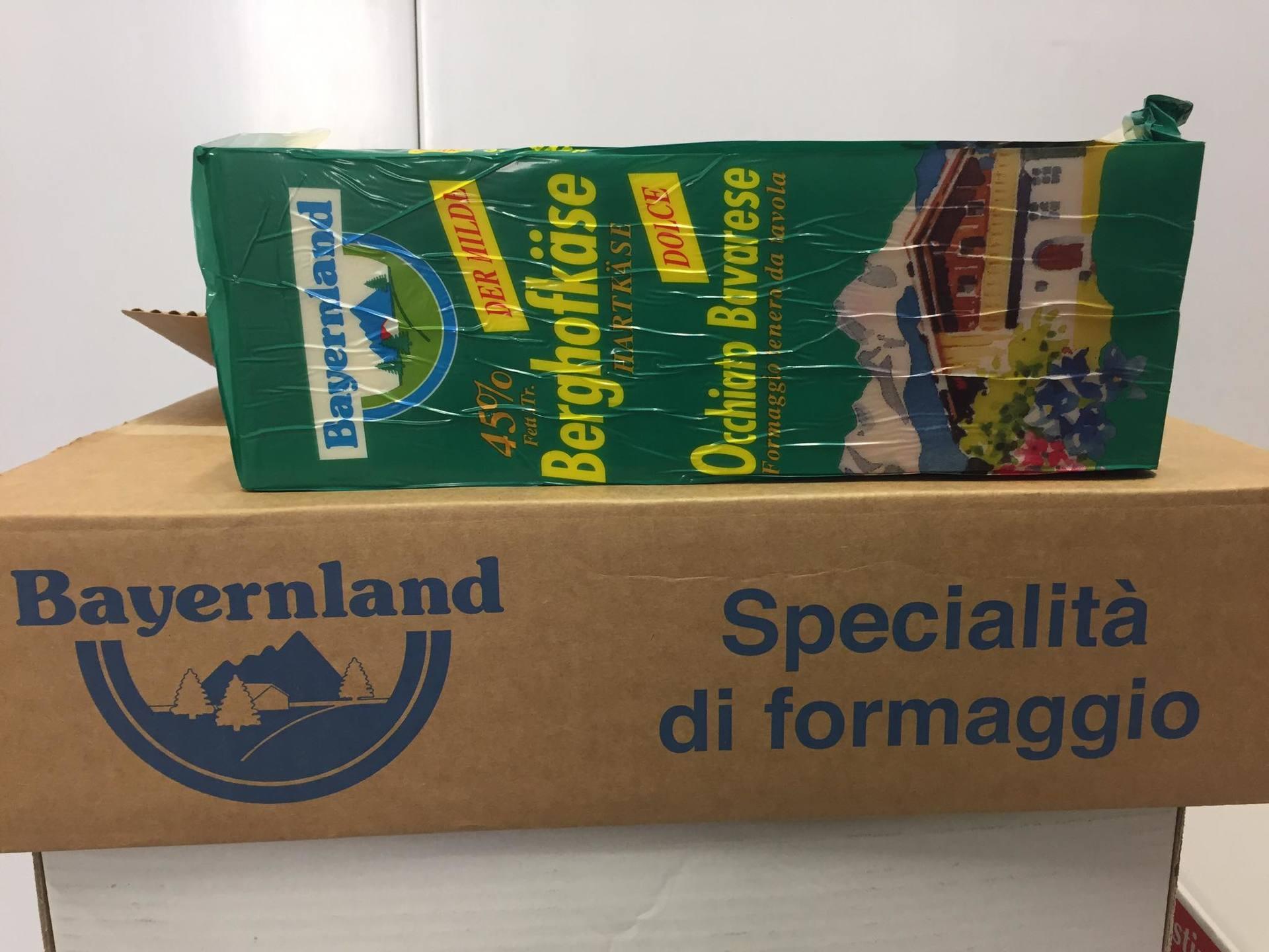 scatola di cartone con scritto specialità di formaggio