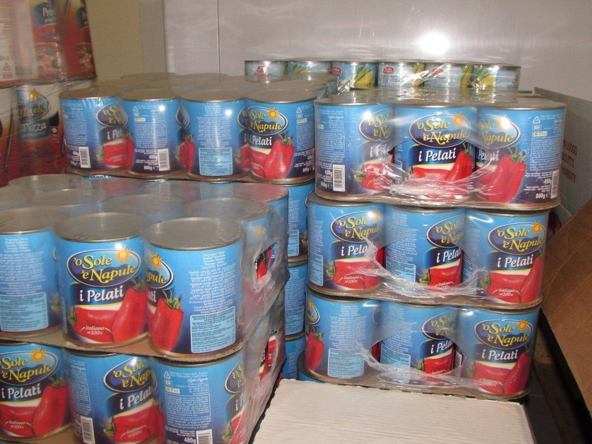 scatole di pomodoro pelato