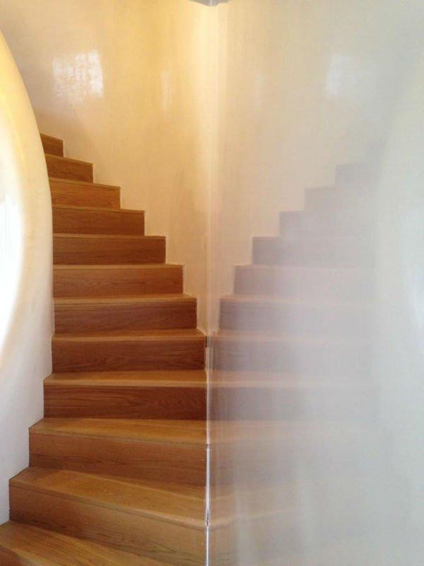 venetian plastery dark beige wood stairs