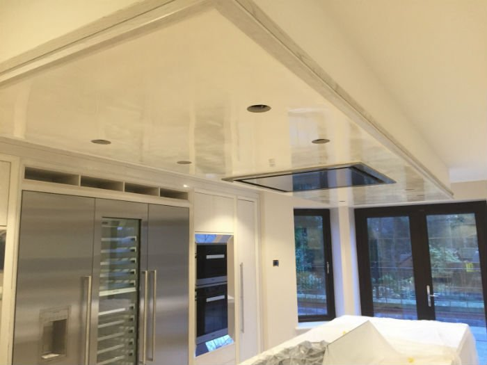 venetian plastery white shiny kitchen