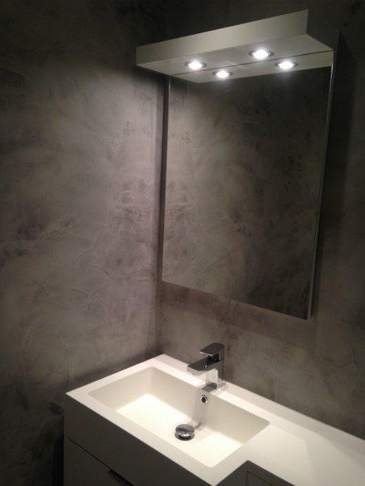 venetian plastery minimalist bathroom with white sink and mirror