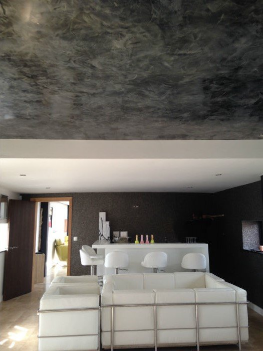 venetian plastery grey marble room with white furniture