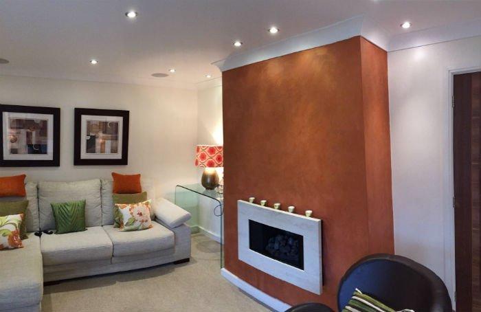 venetian plastery white and orange design of a room